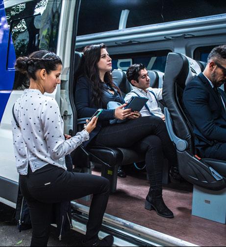 Plataformas como BUSSI que ofrecen la renta de camionetas corporativas